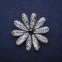 Брошь Цветок серый 8325